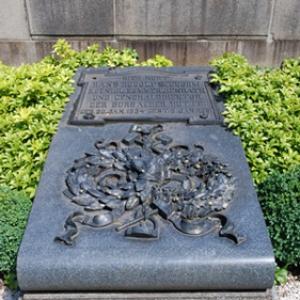 Grabmal eines Generaldirektors der Burbacher Hütte, Foto: Uwe Büch